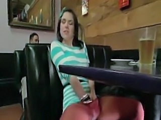Brunette Masturbation Collants Public Ados