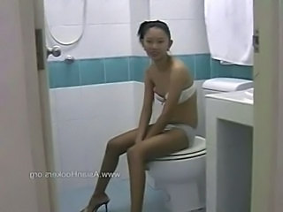 Amateur Skinny Small Tits Teen Thai Toilet