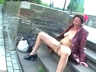 Outdoor Pissing Upskirt