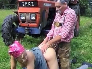 Doggystyle Hardcore MILF Old and Young Outdoor
