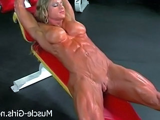 Big Tits MILF Muscled Sport