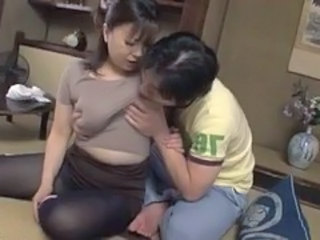 Asian Chubby Mature Mom Natural Old and Young