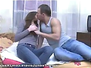 Amateur Jeans Kissing Teen