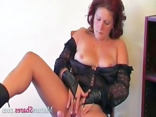 Masturbating Mature Solo