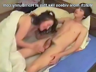 Amateur Handjob Mom Old and Young