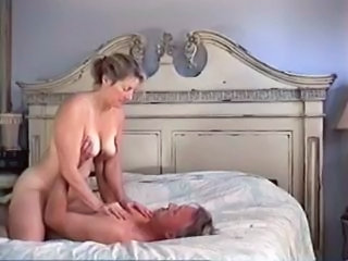 Amateur Homemade MILF Riding Wife