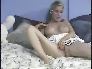 Babe Cheerleader Cute Masturbating Solo