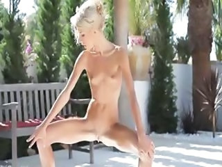 Outdoor Pissing Skinny