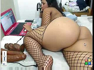 Babe with a big ass is pleasuring herself on her computer webcam