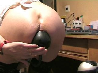 Amateur Anal Ass Insertion