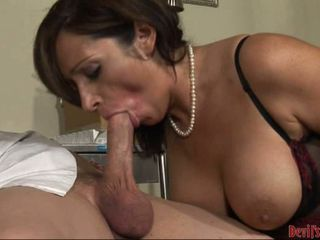 Vannah Sterling slides the beefy hot pole in her slippery mouth