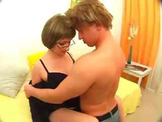 Hot Midget Sex From An Amateur C...