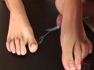 juicy sexy big toes