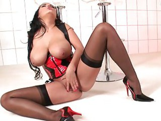 Jasmine Black lets all the blood run to her pussy and head as she cums