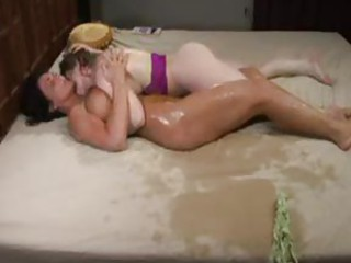 Milf squirting on the bed and soaking it
