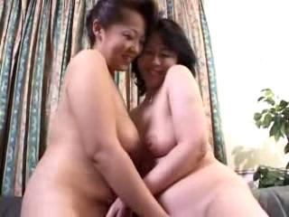 2 Mature Women Fingering Each Other Pussies Pissing