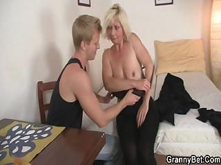 Amateur Blonde Doggystyle Mature Mom Natural