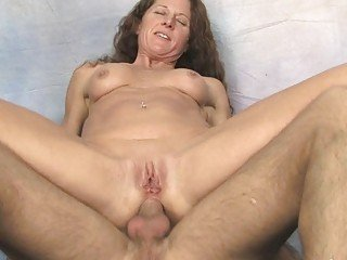Old mature wench gives hard rough blowjob