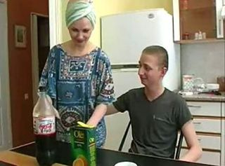 Amateur Kitchen Mature MILF Mom Old and Young Russian