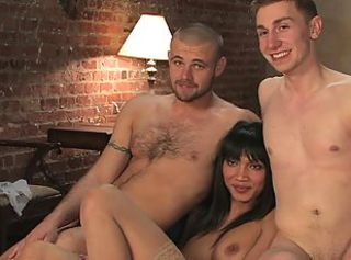 Ass fucking Tranny threesome in bed