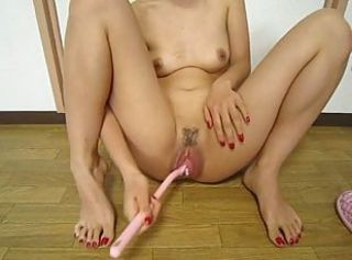 Japan girl,Wash in the vagina with toilet brush
