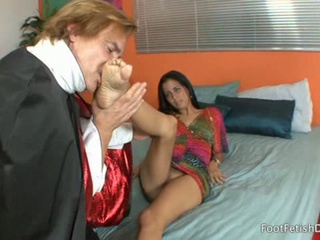 Sexy Latina Gets Her Toes Sucked By A Guy Dressed As Vampire