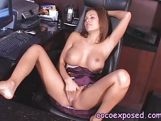 Beautiful hot nymph Nicole Graves loves rubbing her twat until it squirts