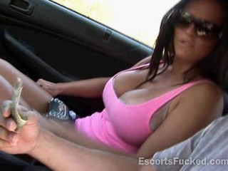 Escort With Big Tits In Car Suck...
