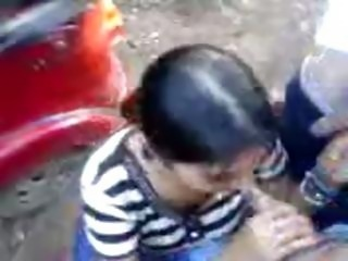North Indian Girl giving blowjob to her favourate friends in Outdoor