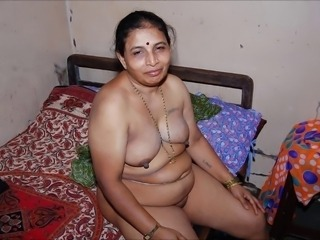 Amateur Chubby Indian Mature SaggyTits