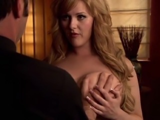 Sara Rue exposes off her oustanding and adorable tits