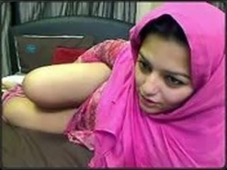 Arab Cute Masturbating MILF Webcam