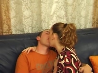 Amateur Kissing Mom