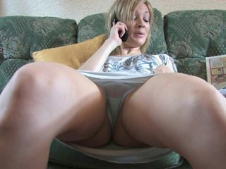 Voyeur 2 - A babe talking with friend (MrNo)