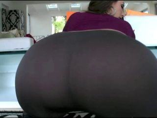 Adorable Big Ass White Girl In Tight Pants Fucking BBC!!!