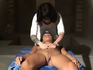 This Massage Is Guaranteed To Make Her Cum