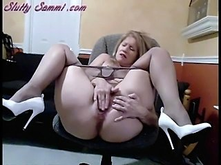 Masturbating Mature Pantyhose Solo