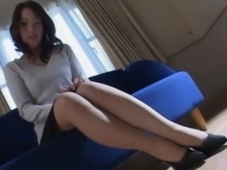 Amazing Japanese mature chick fucks
