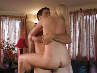 Babe Callie Cobra Gets Rutted Up Her Dripping Clunge