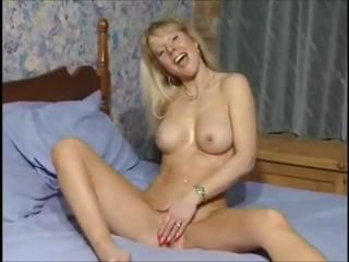 British MILF slut Anna fucking in both holes with toys