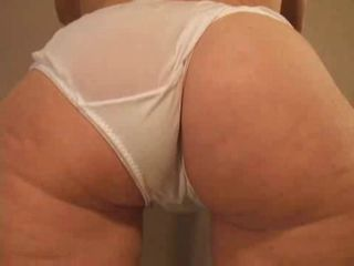 MILF TEASING HER BIG ASS
