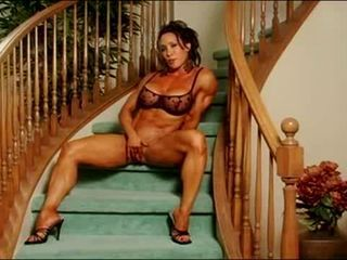 Unbelievable clit muscle lady