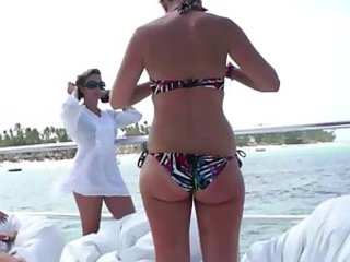 Amateur Ass Beach Bikini MILF Outdoor
