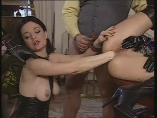 Fisting Latex MILF Threesome