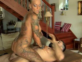 Sexy blonde tattooed milf fuc...