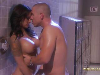 Sexy Shower Fuck With Hot Babe N...