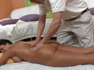 Lisa Ann Gets An Oiled Up Massag...