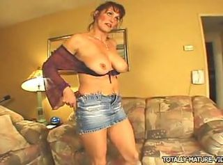 This mature vamp is very hot and sex hungry!