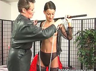 BDSM Brunett Latex Mamma Mager