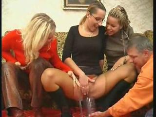Piss: Threesome Pissing
